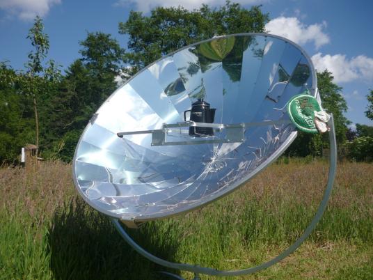 Der Solarkocher in Befis NaturGarten