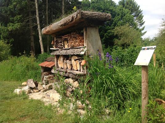 Insektenhotel im NABU Schaugarten - Befis NaturGarten
