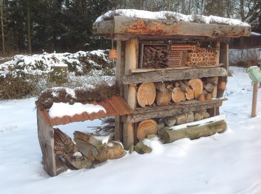 Insektenhotel in NABU Schaugarten - Befis NaturGarten
